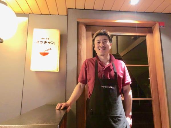 ハワイのお店でも修業したイケメン降矢料理長が満面の笑顔でお出迎え
