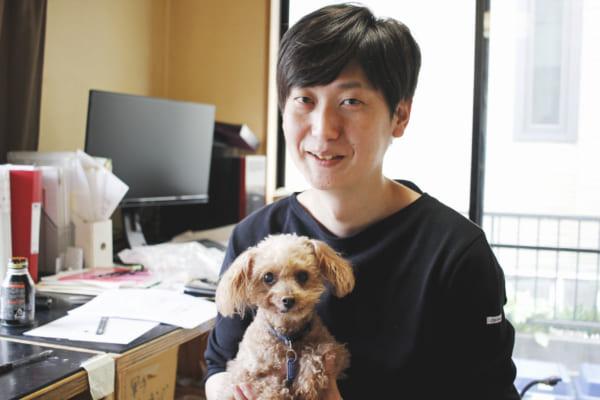 愛犬の「るこ」。「かわいいでしょう?製品のモデルもやっています」と島田さん