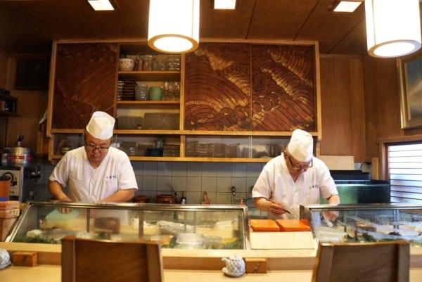 店は、大将の三倉健次さん、息子の雅人さん、女将の秀子さんの3人できりもりする
