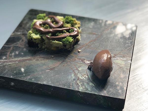 野菜料理だと信じ切って食べたら、何とスイーツ! 写真を拡大して見てもブロッコリーとロマネスコに思えるけど……