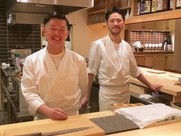 北村徳康さん(左)と佐藤正規さん(右)の何気ない会話が笑えます