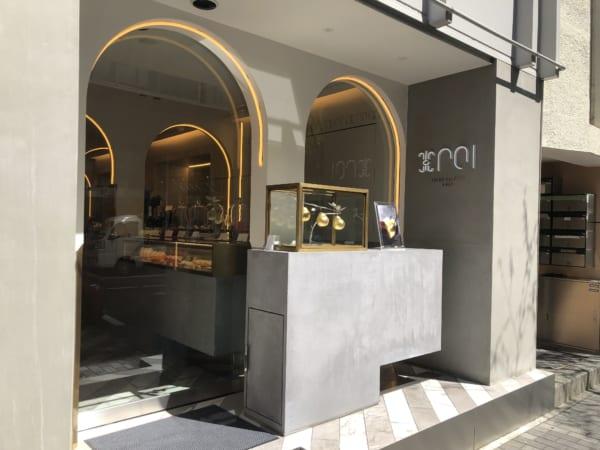 高級宝飾店かと見間違うような外観のポアール・デ・ロワ 銀座