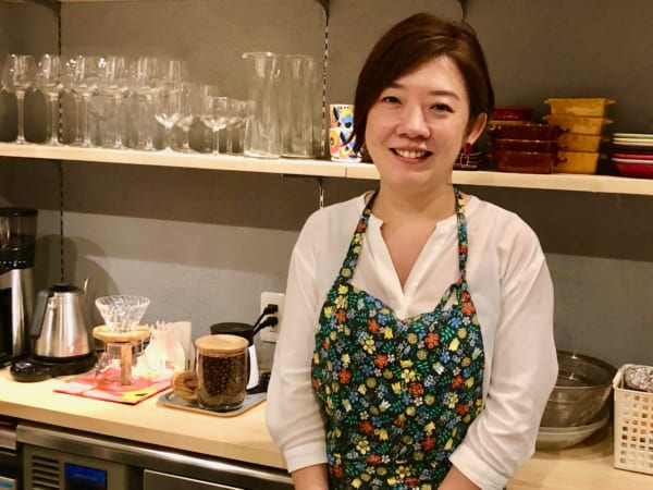 聞き上手で笑顔が可愛くて料理上手、ついでにワインも勧め上手の店主・前田杏理さん