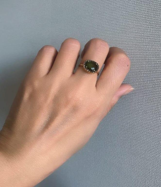 ダークトルマリンの指輪は確かに光の具合によっては緑に見えるかも‥‥