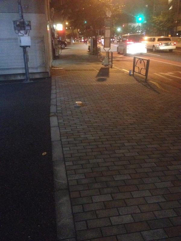 渋谷区恵比寿二丁目にて落とし物を発見! ん、あれは、なんだ?(写真/ダーシマ)