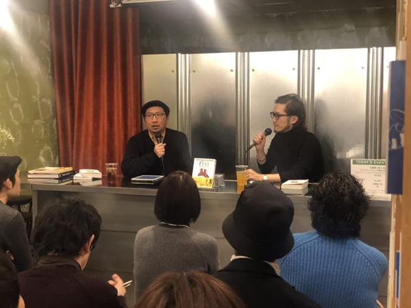 60年代のスキンヘッズのスタイルを意識したコーディネートで登場の佐藤さん(左)。対するMBさんは「僕は今日はゲストなので控えめに(笑)」とシンプルな黒ニットで