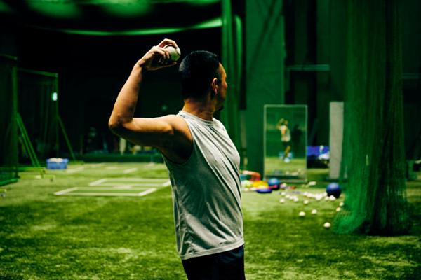 野球中継カメラの後ろからの投球フォームの映像を、高校時代からずっと観察してきた。(撮影/熊谷貫)