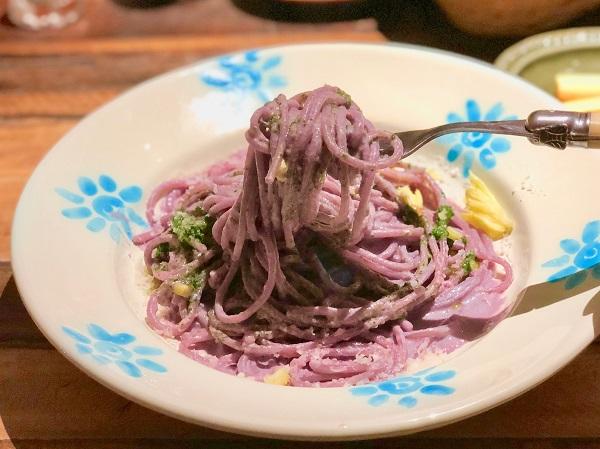 プーリアではお休みの日に食べる「グラチョーレ(仔牛の煮込み)」のパスタに人参がお口直しで付いてくるそう
