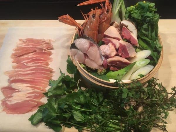ホロホロ鳥と魚介類の寄せ鍋セットは、ぜひお鍋持参で取りにいきましょう
