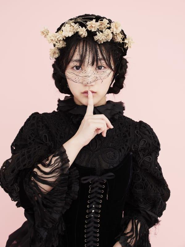 船木結さんは「ロリータファッション」の世界に挑戦! (撮影/森本美絵)