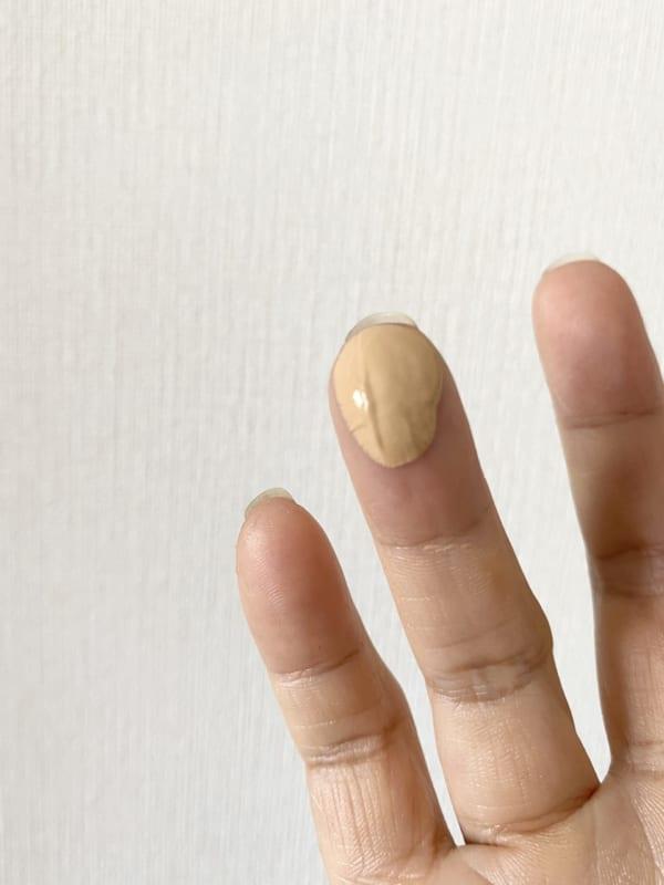 1回のバームの量は薬指でチョンととるくらい。これで全顔オールOK!