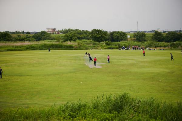 取材は、栃木県佐野市の渡良瀬川河川敷にあるクリケット場にて。佐野はいまクリケットの街としてこのスポーツの普及をすすめている。(撮影/熊谷貫)