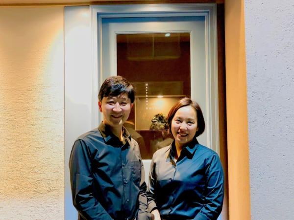 ホールを仕切る可愛らしい奥さまは「サンス・エ・サヴール」時代の同僚。良い空気感を作るサービスのプロです!