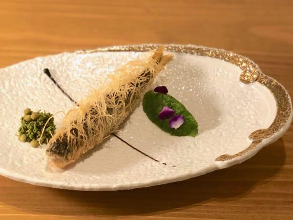萬古焼の皿が麗しく、鮎がまた一段と映えるわ〜