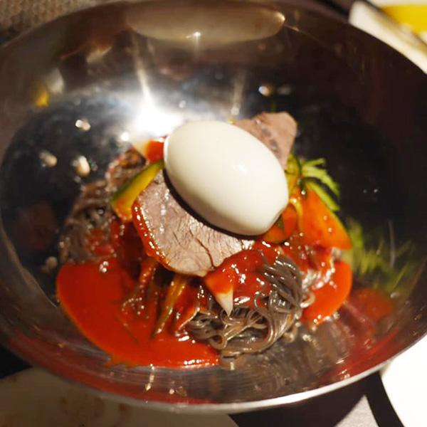 葛冷麺と人気を二分する葛ビビン麺