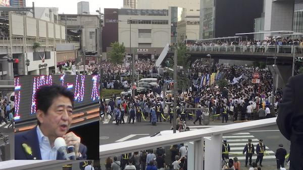 2017年都議選、秋葉原駅で応援演説をする安倍首相。首相としてのこういう姿を見ることはもうない。(撮影/畠山理仁)