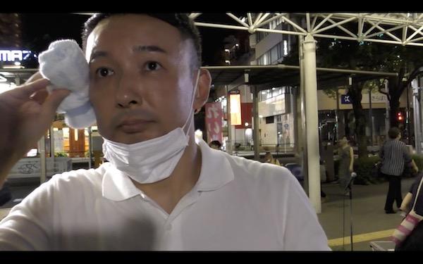 28日、船堀駅で山本太郎代表をキャッチ。ゲリラ取材は成功。(撮影/畠山理仁)