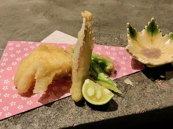 おひとりさまサイズにしてもらった「のどぐろの天ぷら」(600円)