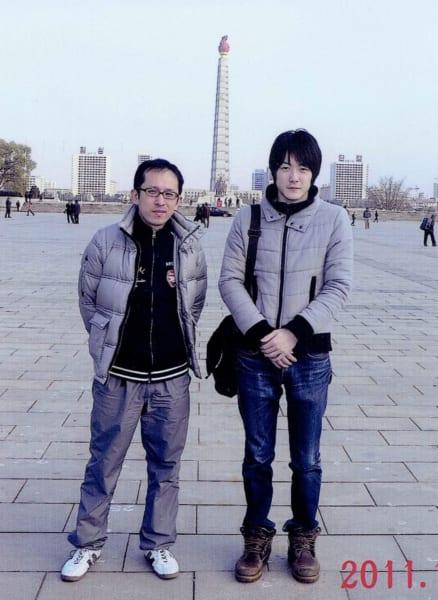 万城目氏が北朝鮮のカメラマンから1枚1000円で購入した観光写真 隣は初音ミクを北朝鮮に輸入した(かもしれない)担当編集者