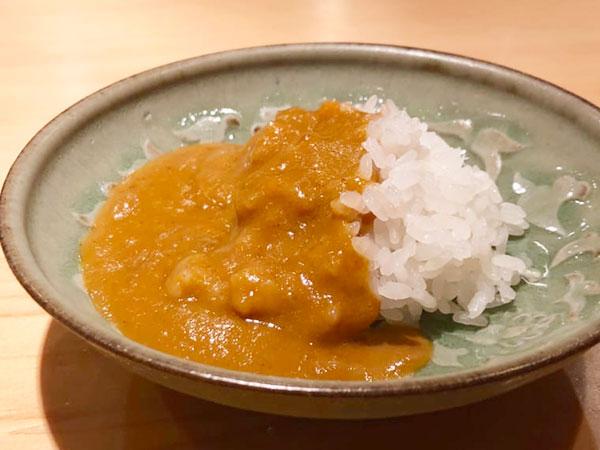 魚のだしと青唐辛子だけで作るカレーは甘くて辛くてヤミつきになります