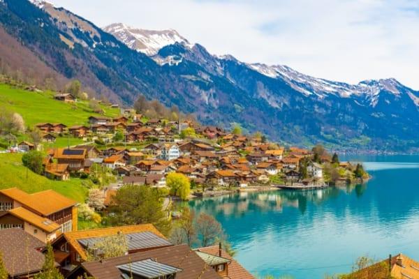 ロケ地の一つ、スイスのブリエンツ湖  画像:写真AC