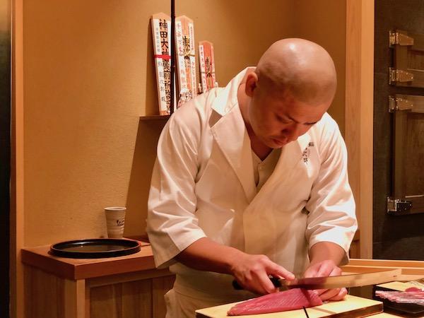 龍次郎さんの切り付けに見入ってしまいます