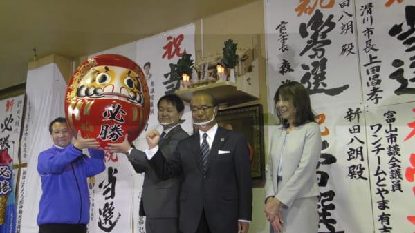 半世紀ぶりの分裂選挙で勝利した新人の新田氏。(撮影/畠山理仁)