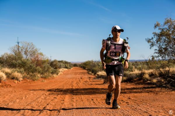 オーストラリアの荒野を走り続ける。後半、ついに体は限界に近づいてきた……。