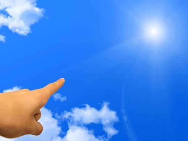 空を飛ぶ自分を追っ手はどう思っているのか……夢の中とはいえ