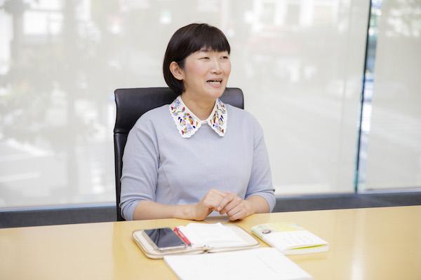 10月に初のエッセイ集の発表した川村エミコさん。(撮影/齊藤晴香)