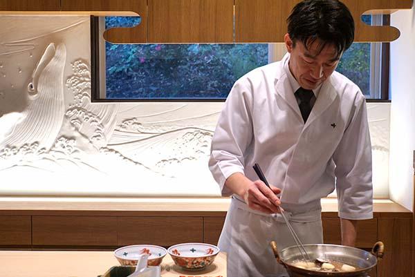 佐々塚雅也さん。京都の料亭で腕を磨き、名古屋で日本料理店を営んでいた。そのころからのルートで、市場はもちろん、いい食材は日本全国から取り寄せる