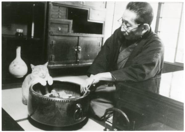 ジイノのために火鉢の火加減まで調節したという犀星先生(写真提供/室生犀星記念館)