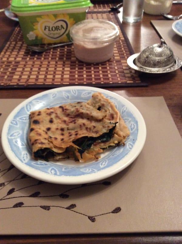 ケナンが自宅で作ってくれたトルコ料理。料理名は不明。クレープ生地のようなものに具が挟んであったように思う。