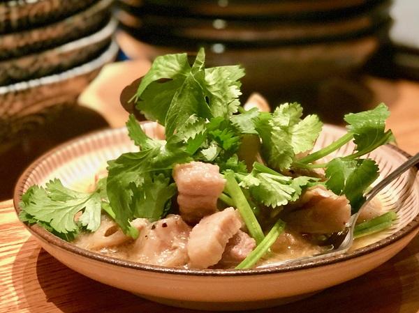 タイカレーよりおいしい気がする「豚とキノコのココナッツ煮込み(950円)」