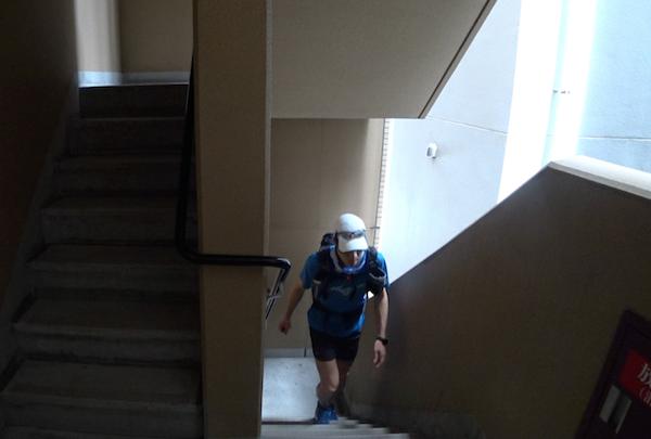 32時間かけて自宅の階段をひたすら登り下り。(写真提供/北田雄夫)