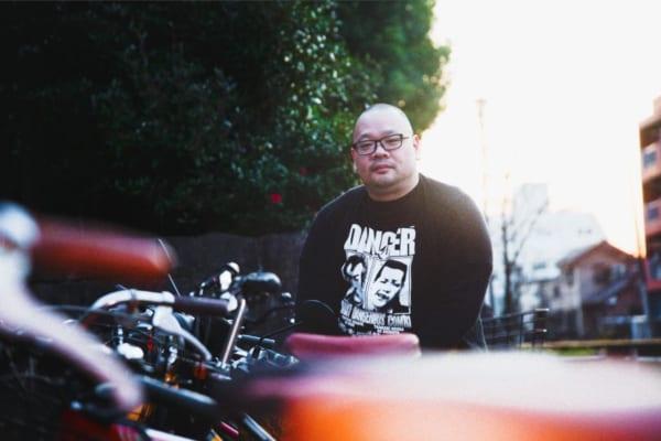 デビュー2作目から3ヵ月連続刊行!という話題の爪切男氏!(撮影/江森丈晃)