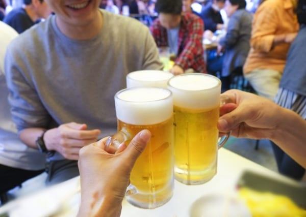 大人になって酒を飲む楽しみも覚え、思い出話に花は咲く