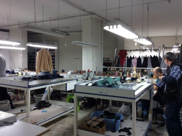 デニスとリファは服飾の会社を経営している。見学に連れて行ってもらった。