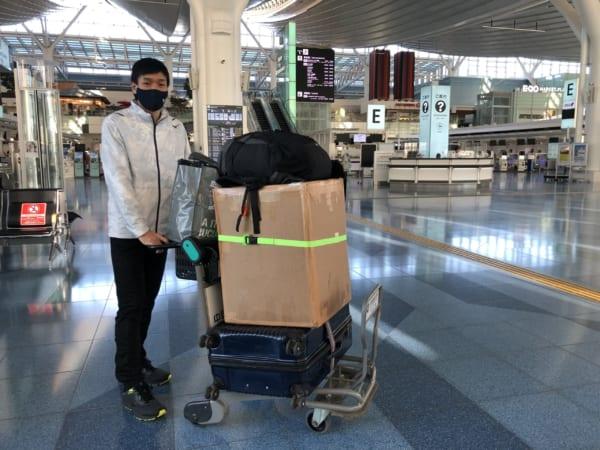 2月20日、羽田空港より現地に出発した北田さん。当然荷物も多いです。挑戦の結果はまたご報告します。(写真提供/北田雄夫)