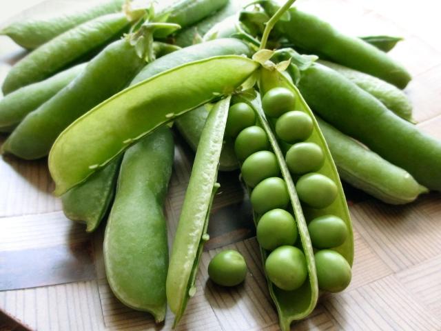 筆者の食卓はグリーンピースが出回る時期になると豆ご飯の登場回数が増える。
