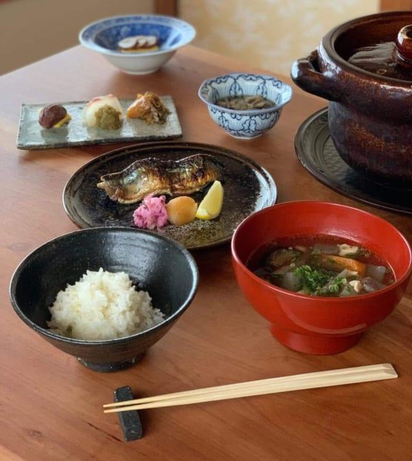 土鍋で炊いた白米を、煮えばな、ご飯、おこげと三段階で