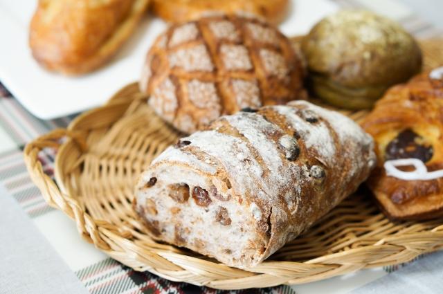 よりどりみどりのパンが並ぶ様子は、パン好きにはたまらない光景だが……。