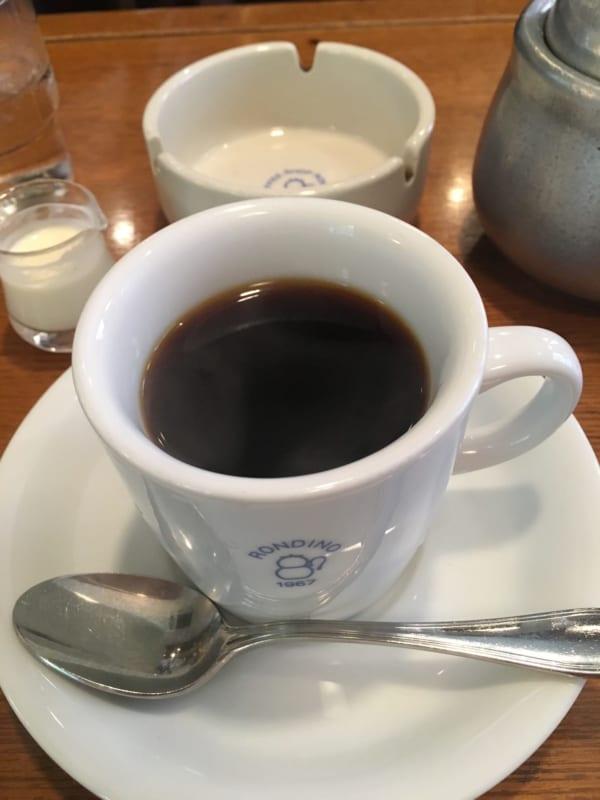 サイフォンで淹れる本格的なコーヒーも人気