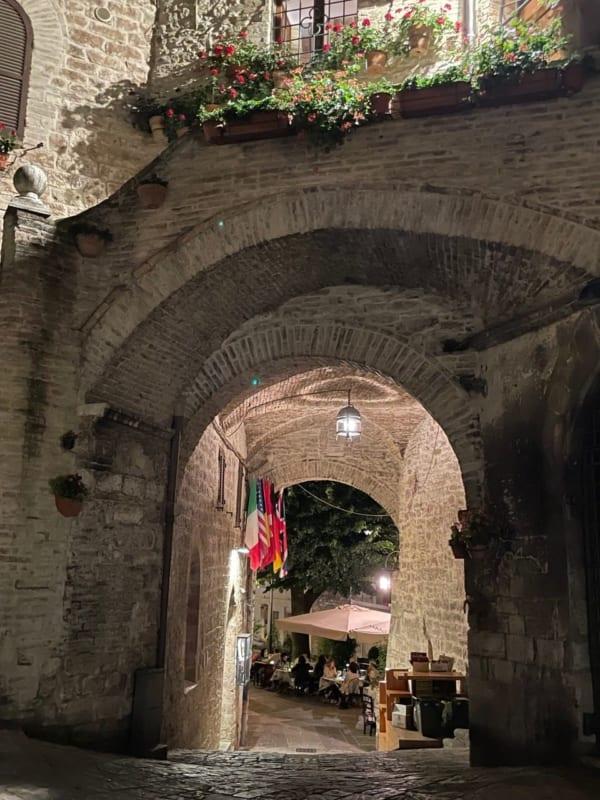 イタリアの夏のディナーは戸外で