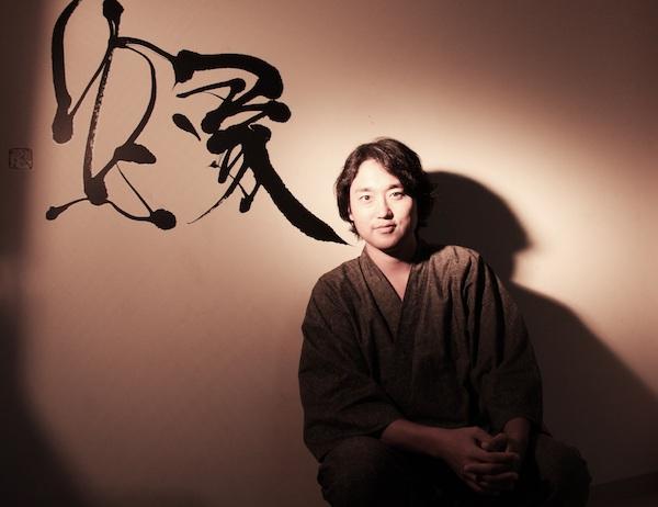 「作った書道具はTwitterとかにアップして、たくさんの人に笑ってほしい」と話す書道家の武田早雲さん(写真提供/双雲事務所)